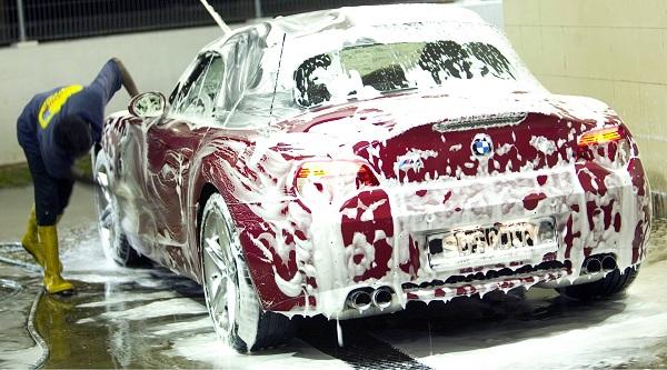 Rửa xe bằng bọt tuyết