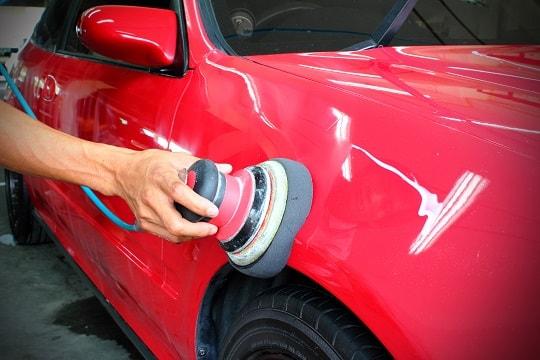 Cách đánh bóng xe ô tô bằng cana
