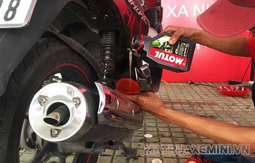 Sử dụng không đúng loại dầu nhớt có thể dẫn đến xe máy bị mất hơi