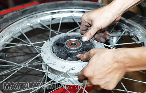 Nhông xích bị mòn dẫn đến nguy cơ xe máy bị giật khi tăng tốc
