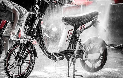 Có nên rửa xe đạp điện thường xuyên?