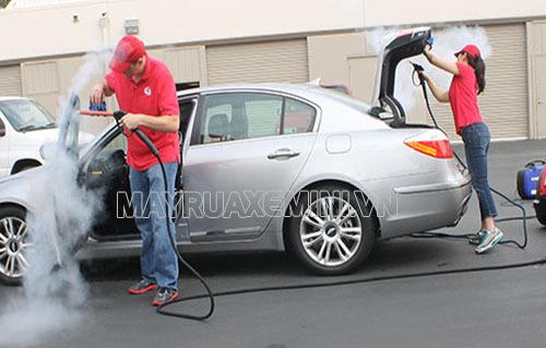 Máy rửa xe hơi nước nóng giúp rửa xe ngay cả khi máy xe còn nóng mà không gây hại đến xe