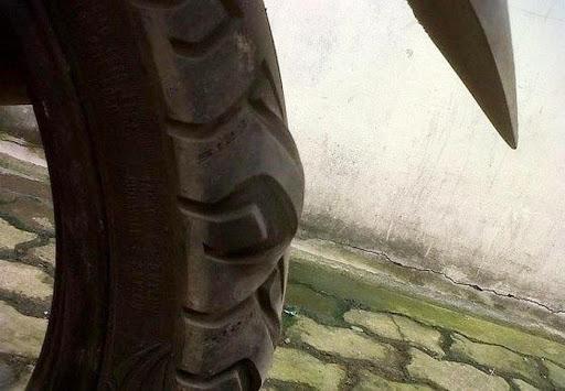 Lốp xe bị phồng là dấu hiệu người dùng cần thay lốp mới