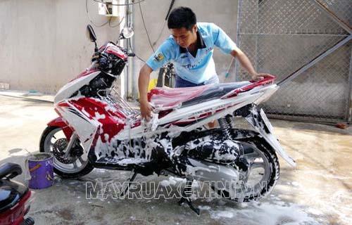 cách rửa xe máy