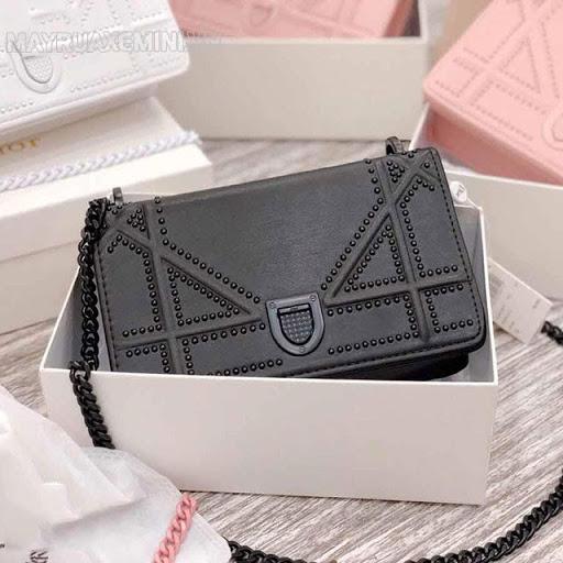 Túi xách nữ sẽ là món quà mà cô giáo rất thích