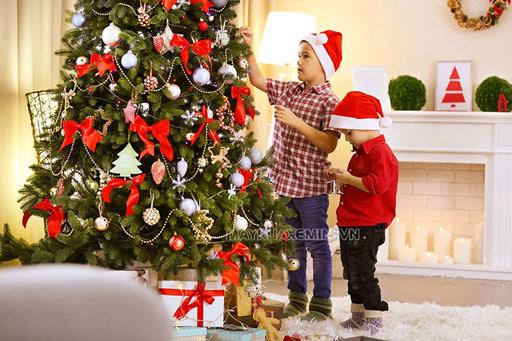 10+ cách trang trí cây thông Noel 2020