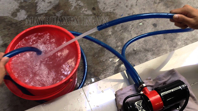 máy bơm rửa xe 12V