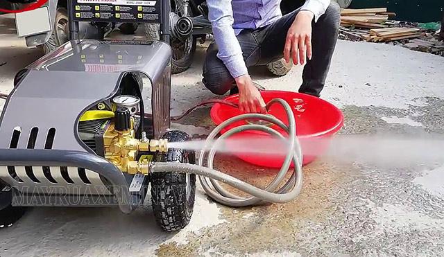 Máy phun rửa xe không lên nước