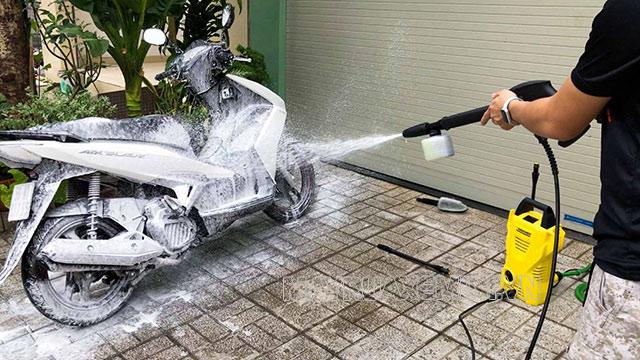 Sử dụng máy rửa xe Karcher đúng cách