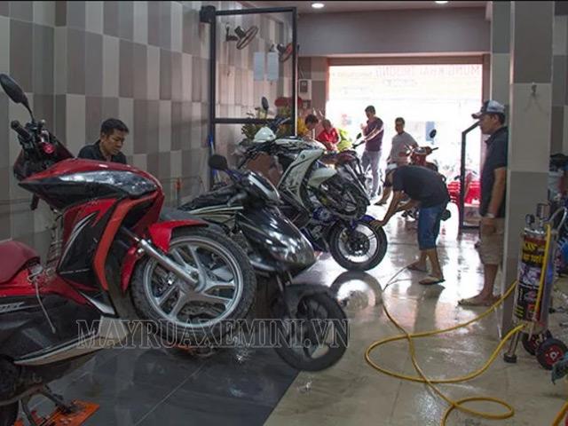 Xịt rửa xe máy