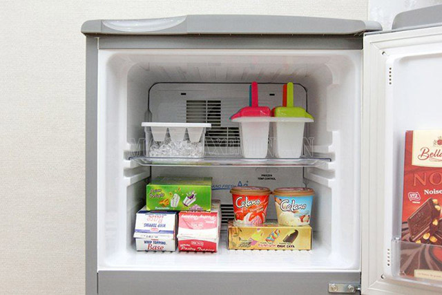 Bỏ đá vào tủ lạnh tiết kiệm điện